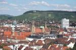 Die Heilbronner Innenstadt mit dem Wartberg im Hintergrund. Standort: Rosenberg-Hochhaus. Photographed by K. Jähne, Sept. 2005.