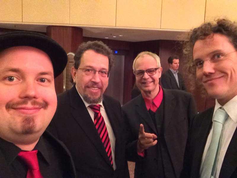 PlugAndPlay-Band - in Quartett-Besetzung engagiert als Live-Musik-Band für gehobene Events von Firmenfeier bis Hochzeit - hier bei einer Firmen-Weihnachstfeier in der Region Frankfurt.