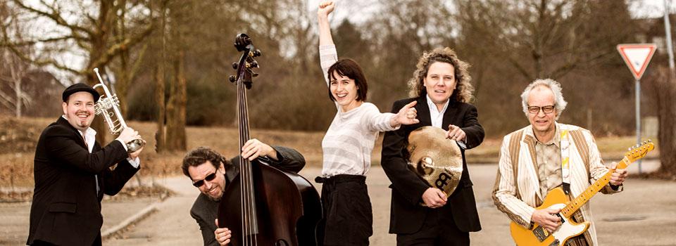 PlugAndPlay-Band im Quintett (Pressebild).